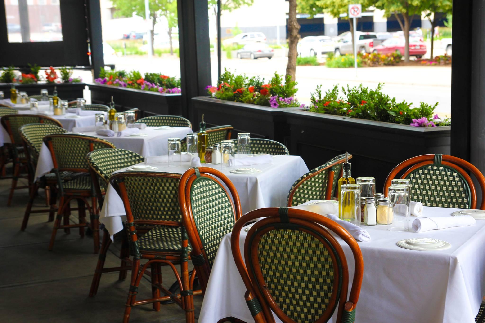 5 Must Go Restaurants Des Moines Iowa Centro